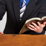 Alvarenga Predicando con la Biblia v2